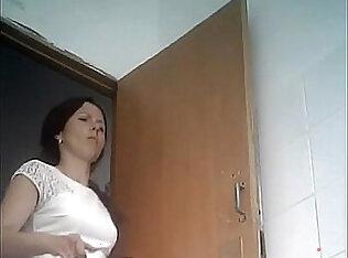 Gostozinha fazendo um xixi camera escondida